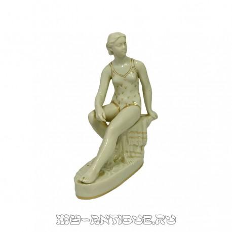 Фигура «Купальщица»