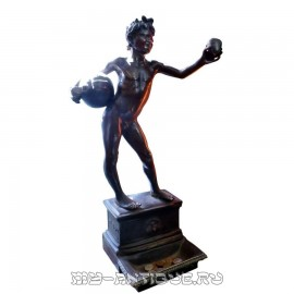 "Скульптура ""Фавн с кувшином вина"""