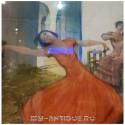 Женщины, танцующие испанский танец