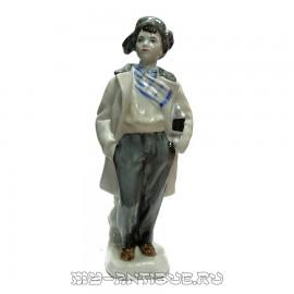 Статуэтка «Мальчик с коньками»