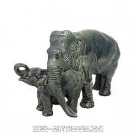 «Слониха со слонёнком»