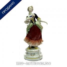 Фигура «Дама со свитком»