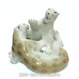 Фигура «Дерущиеся леопарды»