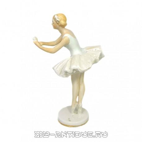 «Балерина с цветком»